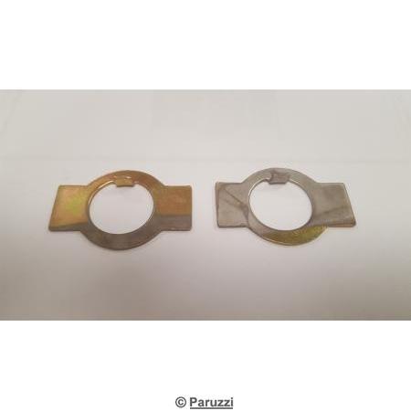 Front wheel nut locking tabs pair.