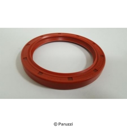 Silicone crank seal with dust lip (flywheel side).